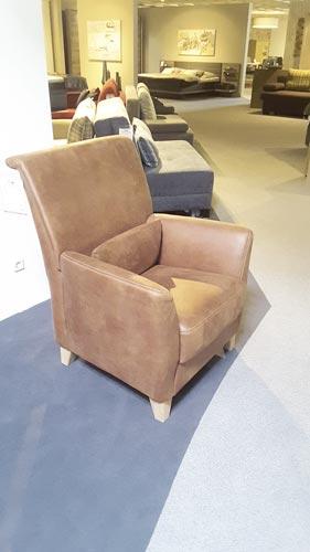 gem tlicher sessel mit moderner kontrastnaht. Black Bedroom Furniture Sets. Home Design Ideas